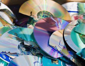Kapotte cd's door Seth Anderson