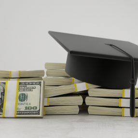 Geld en academisch hoofddeksel